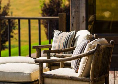 deck-bozeman-retreat-elizabeth-robb-interiors-650x1000