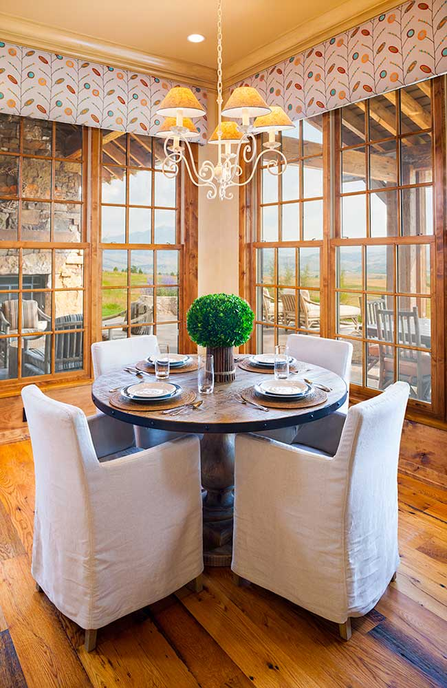 dining-room-bozeman-retreat-elizabeth-robb-interiors-650x1000