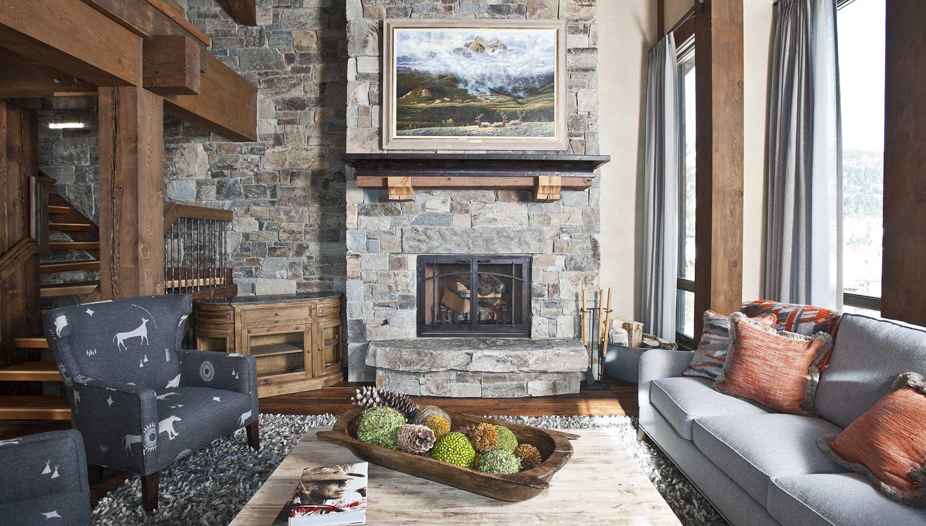 greatroom-fireplace-yellowstone-club-elizabeth-robb-interiors-1900x1080