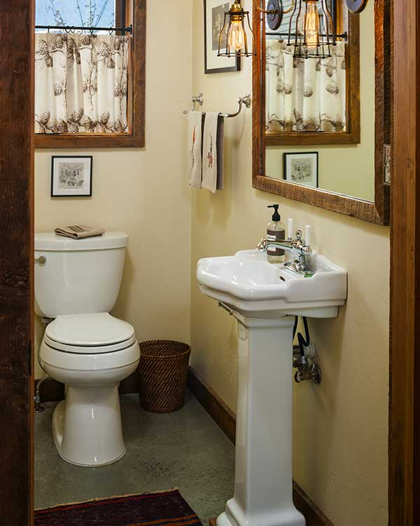 powder-room-shields-river-elizabeth-robb-interiors-600x750