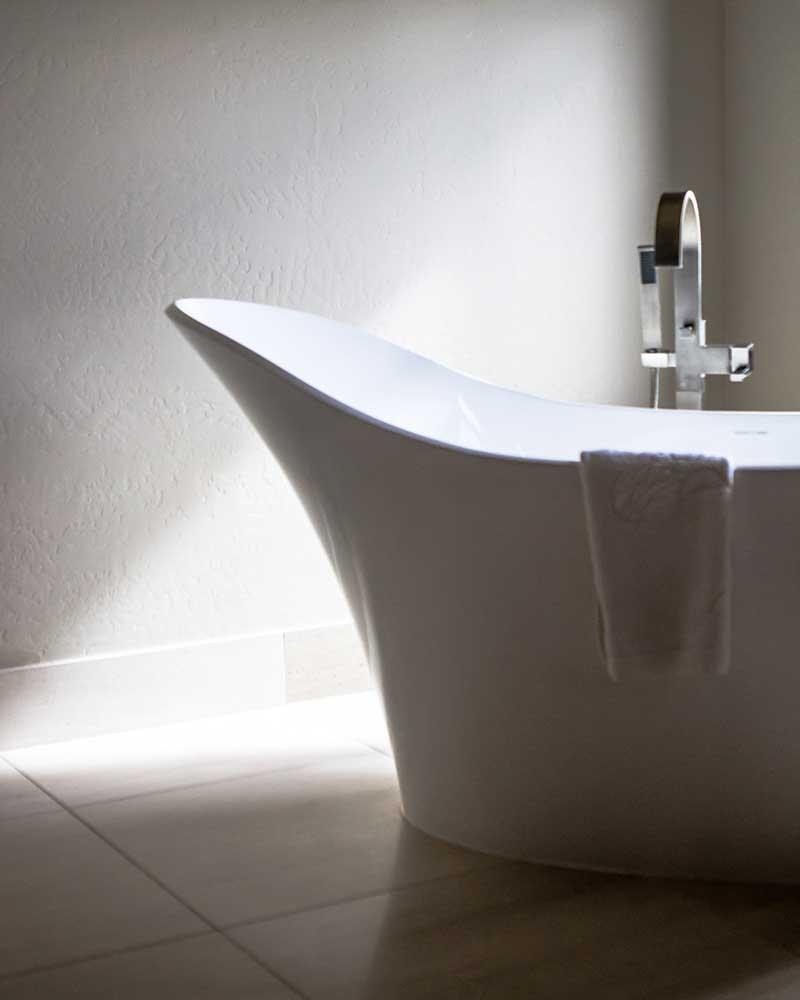 bathtub in Black Bull Residence designed by Elizabeth Robb Interiors